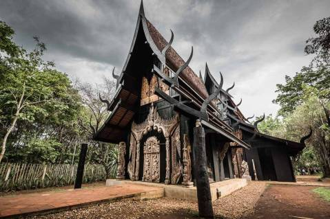 chiang-rai-black-house-015