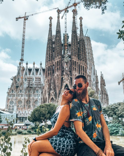 CouplePictureSagradaFamiliaBarcelonaSpain