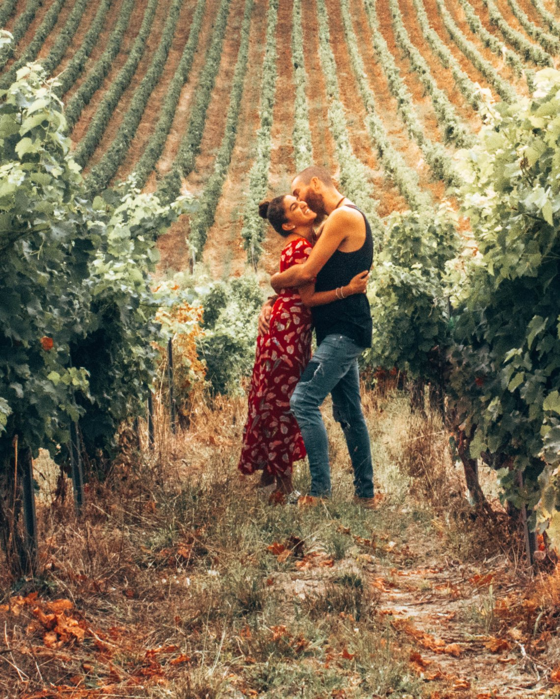 Wediditourway kissing in a vineyard in Gaillac France