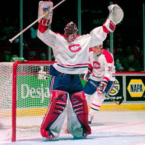 Patrick Roy mock cheers vs Detroit Red Wings