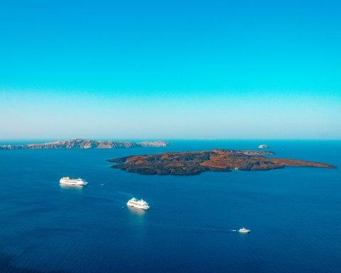 Santorini Bay ferries Greece