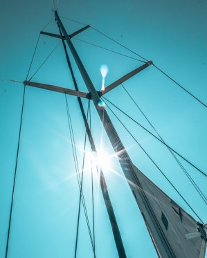Xanemo sailing mast sunflare Naxos Greece
