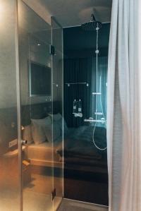 Ruby Sophie Hotel shower Vienna Austria